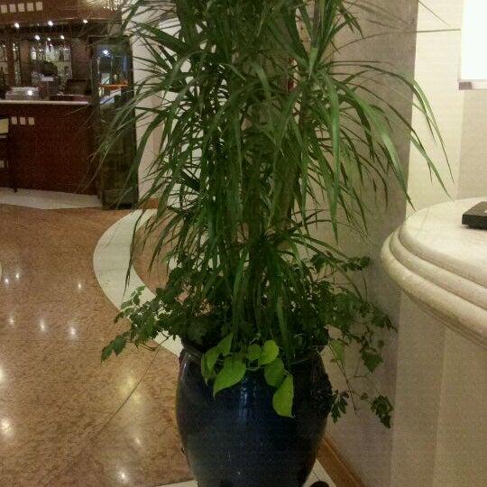 รูปภาพถ่ายที่ InterTower Hotel โดย Pepe E. เมื่อ 10/1/2011