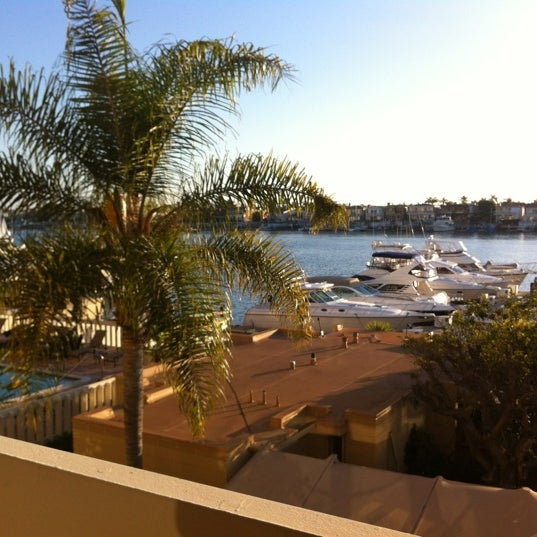 Photo prise au Balboa Bay Resort par TJ S. le12/18/2011