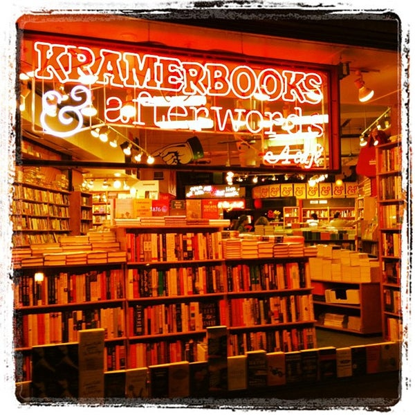 Photo prise au Kramerbooks & Afterwords Cafe par Mac P. le4/10/2012