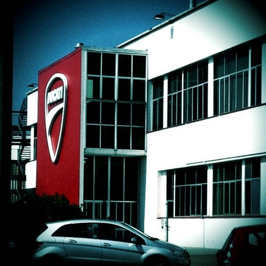 5/15/2012 tarihinde Erin D.ziyaretçi tarafından Ducati Motor Factory & Museum'de çekilen fotoğraf