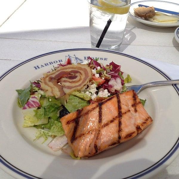 Foto tomada en Harbor House por Gee A W. el 5/29/2012