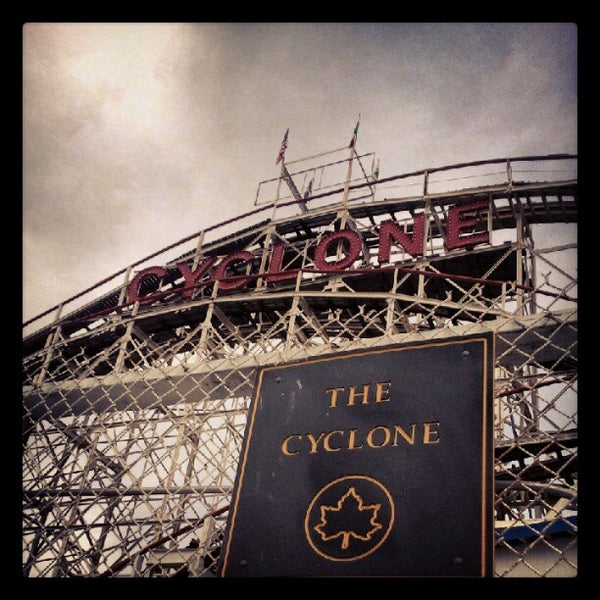 Foto tomada en The Cyclone por Jay K. el 5/26/2012