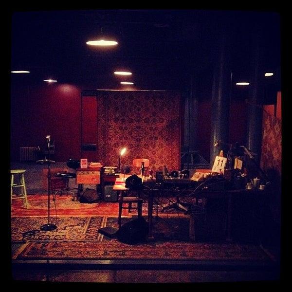 Das Foto wurde bei New Ohio Theatre von Jason N. am 2/12/2012 aufgenommen