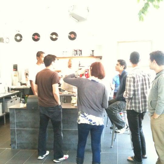 Das Foto wurde bei Elite Audio Coffee Bar von Andrew C. am 6/26/2012 aufgenommen