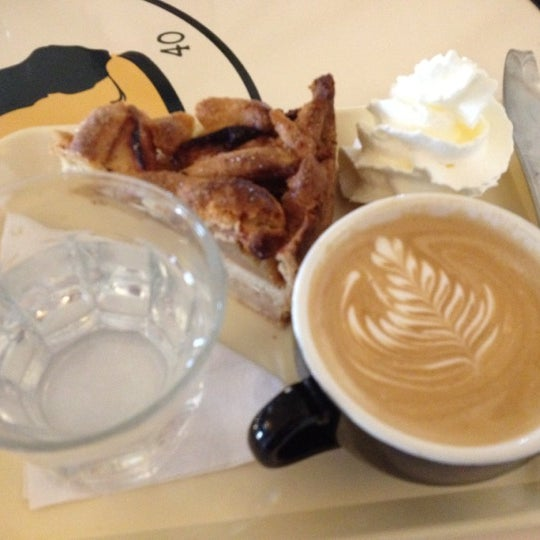 Foto scattata a Espressofabriek da Dan P. il 3/10/2012