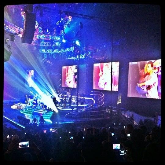 รูปภาพถ่ายที่ Allstate Arena โดย Daisy D. เมื่อ 3/14/2012