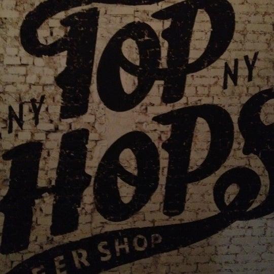 Foto scattata a Top Hops da Michael L. il 2/10/2012