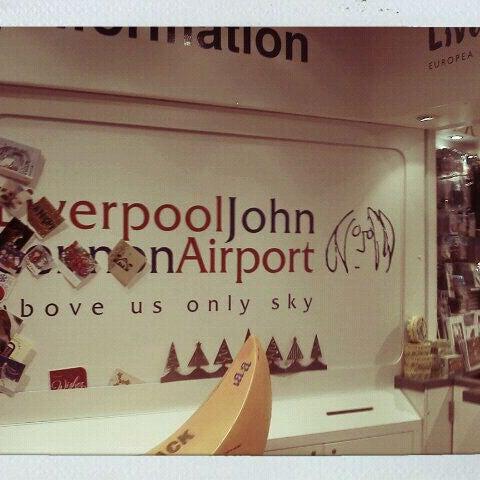 รูปภาพถ่ายที่ Liverpool John Lennon Airport (LPL) โดย Siti A. เมื่อ 12/27/2011