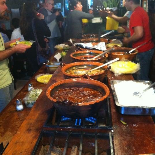 รูปภาพถ่ายที่ Tacos Gus โดย Jorge R. เมื่อ 12/21/2011