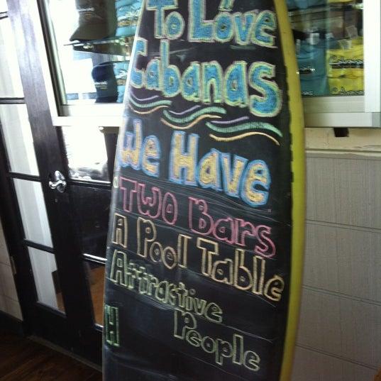 Foto tomada en Cabanas Beach Bar and Grill por Hillary G. el 6/22/2011