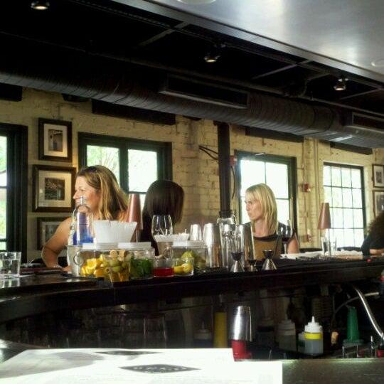 รูปภาพถ่ายที่ Ecco Midtown โดย Michael E. เมื่อ 8/24/2011