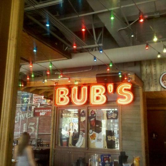 รูปภาพถ่ายที่ Bub's at the Ballpark โดย Alan E. เมื่อ 9/2/2011