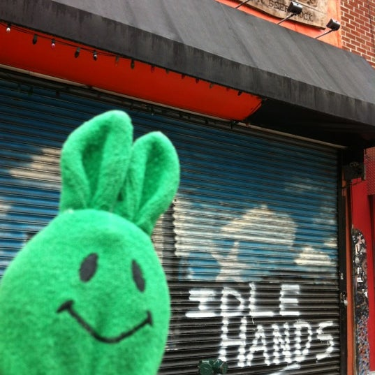 Photo prise au Idle Hands Bar par greenie m. le5/14/2012