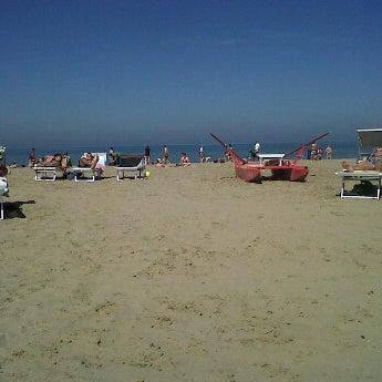 4/28/2012에 Nicoletta M.님이 La Spiaggia Del Cuore 110에서 찍은 사진