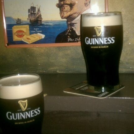 Foto tirada no(a) Tigin Irish Pub por Beth E. em 11/27/2011