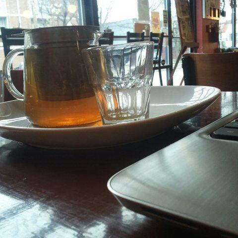 Foto tomada en Mars Cafe por Justin S. el 3/21/2012