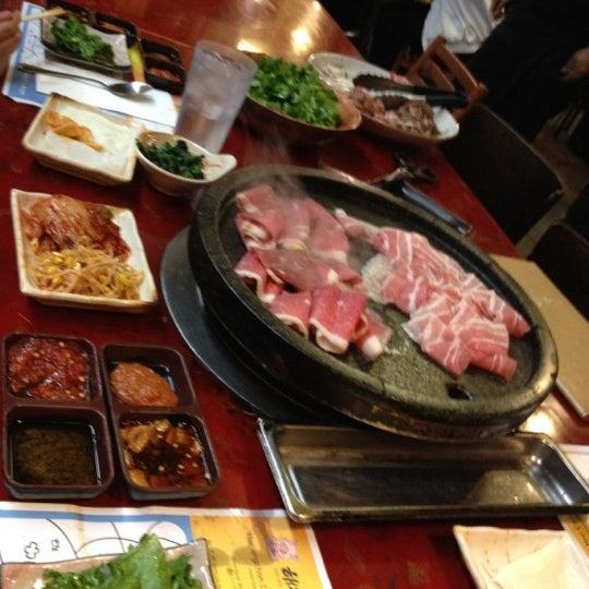 Foto scattata a Hae Jang Chon Korean BBQ Restaurant da Cindicupcaking N. il 6/29/2012