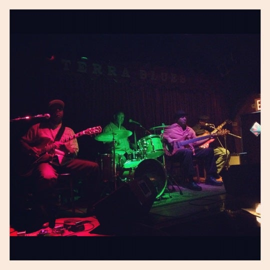 Photo prise au Terra Blues par Josh P. le7/24/2012