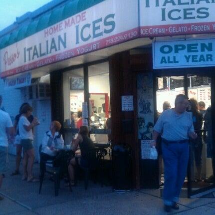 Photo prise au Pesso's Ices & Ice Cream par Scott G. le9/2/2012