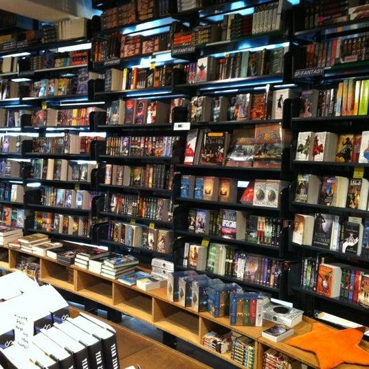 Foto tirada no(a) The American Book Center por Erik R. em 7/10/2012