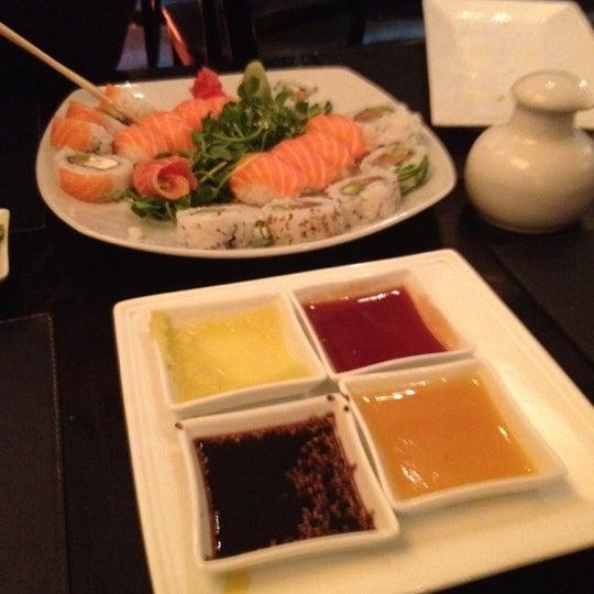Excelente servicio! / muy buenas las salsas para acompañar el sushi.