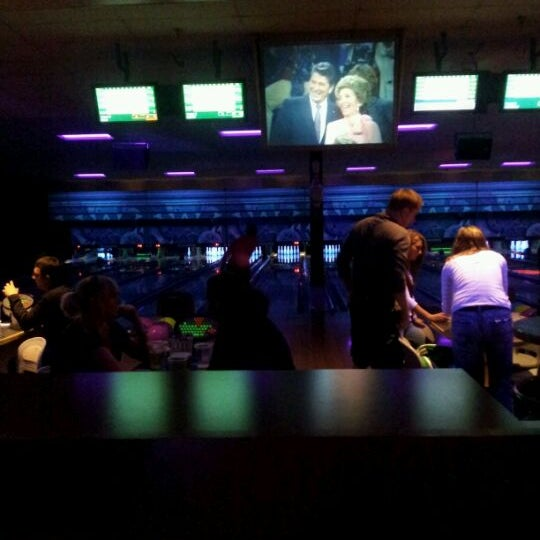 รูปภาพถ่ายที่ Park Tavern Bowling & Entertainment โดย Beth F. เมื่อ 5/27/2012
