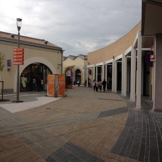 Photo taken at Soratte Outlet Shopping by Stefano Vick V. on 4 30  1248dd4d6e1