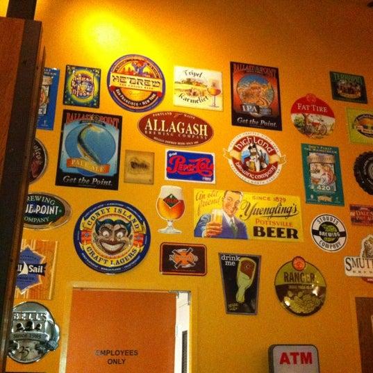 รูปภาพถ่ายที่ Tyler's Restaurant & Taproom โดย Kelly W. เมื่อ 8/19/2012