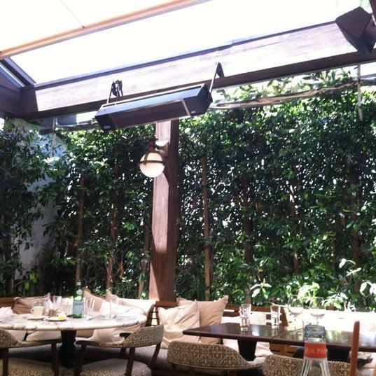 Foto tomada en Cecconi's por Erina S. el 5/28/2012