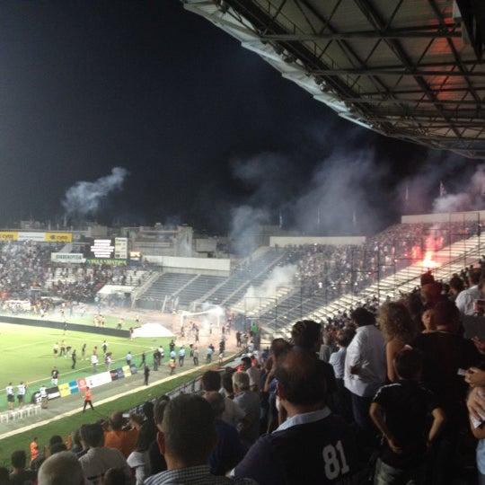 รูปภาพถ่ายที่ Toumba Stadium โดย iras M. เมื่อ 8/23/2012