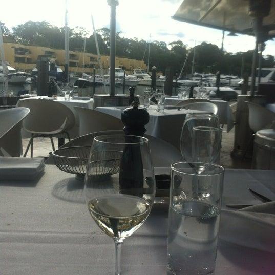 Foto scattata a Manta Restaurant da Eleanor G. il 7/2/2012