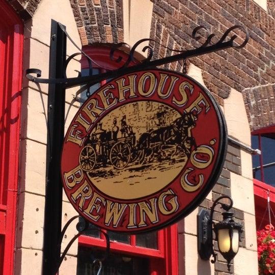 รูปภาพถ่ายที่ Firehouse Brewing Company โดย Andrew F. เมื่อ 8/27/2012