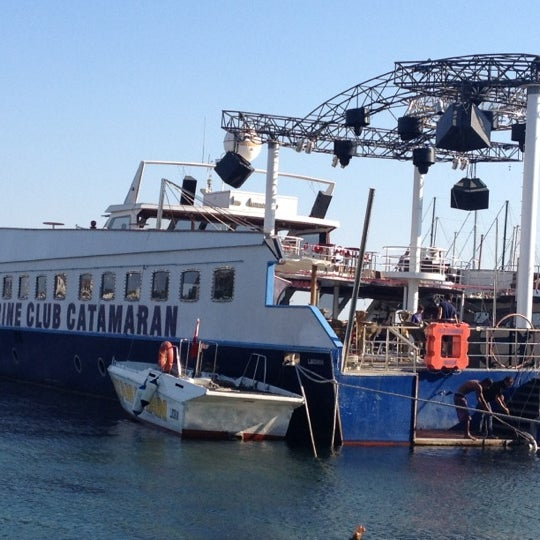 7/30/2012 tarihinde Alper G.ziyaretçi tarafından Club Catamaran'de çekilen fotoğraf