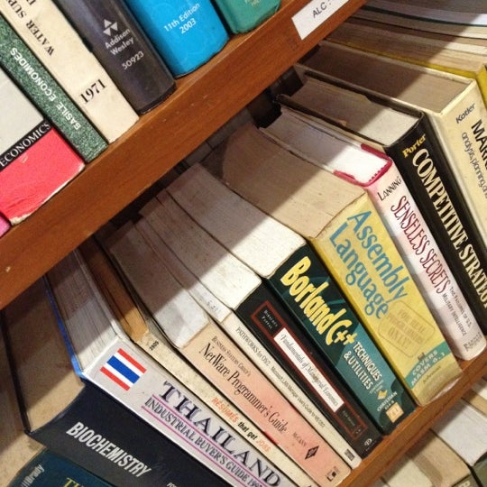 Foto tomada en Ministry of Defence Library por Cocoa K. el 5/3/2012