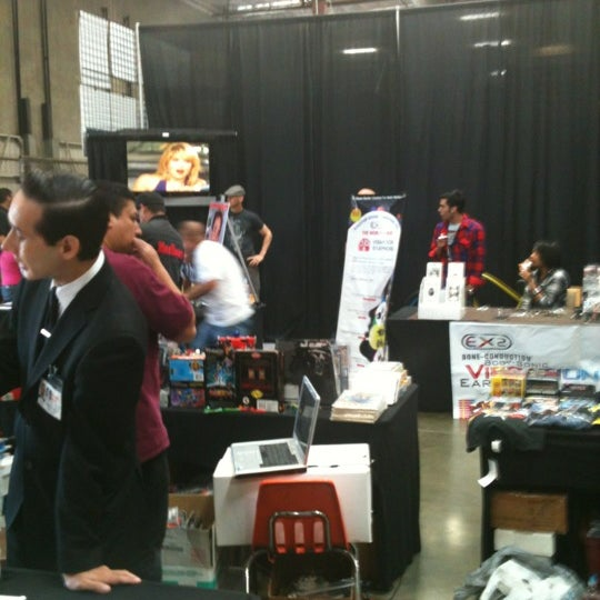 Foto scattata a Frank & Son Collectible Show da Win K. il 5/26/2012