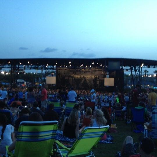 Foto tomada en Coral Sky Amphitheatre por Sasha M. el 7/22/2012