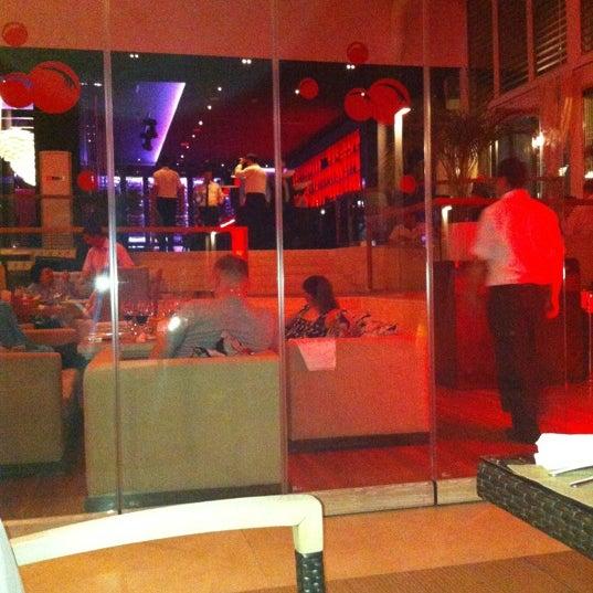 Foto tomada en Kalina Bar Restaurant por goktop el 6/7/2012