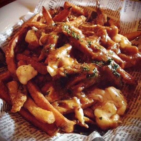 รูปภาพถ่ายที่ Tyler's Restaurant & Taproom โดย Luis C. เมื่อ 3/30/2012
