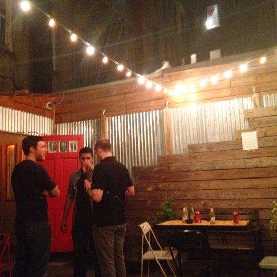 4/22/2012にBitsy M.がTrophy Barで撮った写真