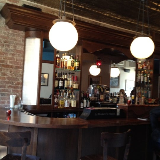 5/18/2012 tarihinde Matthew C.ziyaretçi tarafından One Mile House'de çekilen fotoğraf