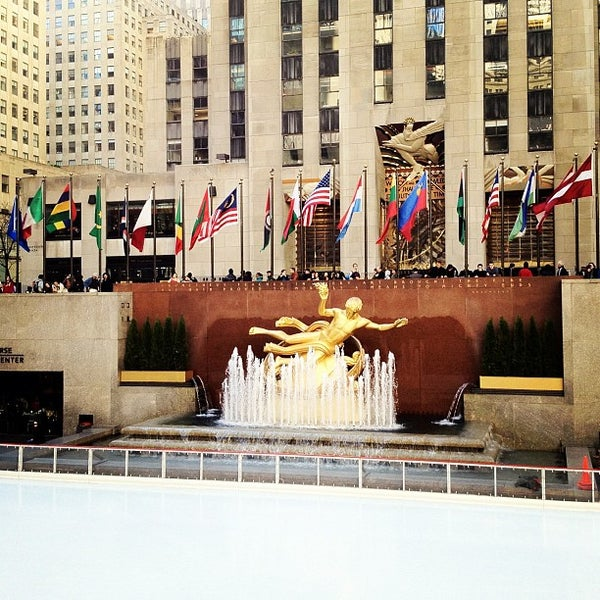 Das Foto wurde bei The Rink at Rockefeller Center von Marcos A. am 4/6/2012 aufgenommen