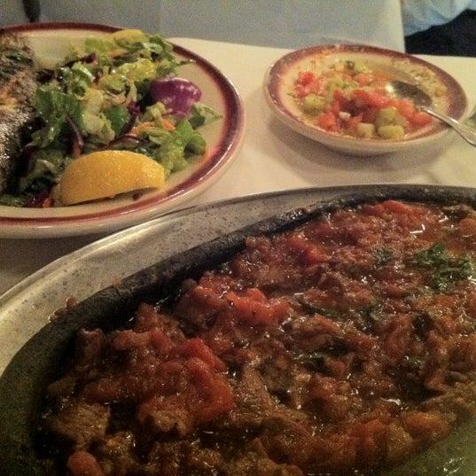 Das Foto wurde bei Taci's Beyti Restaurant von angela p. am 5/9/2012 aufgenommen