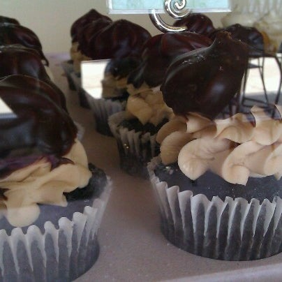 6/29/2012 tarihinde Mandy S.ziyaretçi tarafından Gigi's Cupcakes'de çekilen fotoğraf