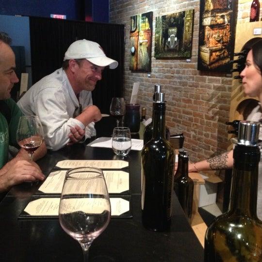 6/25/2012 tarihinde Eric S.ziyaretçi tarafından Thumbprint Cellars Tasting Room & Art Gallery'de çekilen fotoğraf