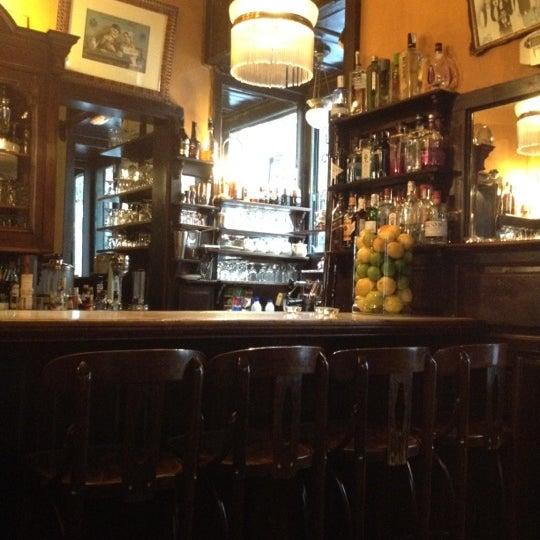 Photo prise au Café de Ruiz par leda d. le5/19/2012