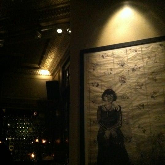 รูปภาพถ่ายที่ Zihni Bar โดย Umut O. เมื่อ 12/2/2011