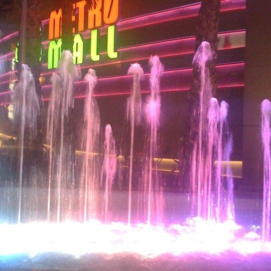 รูปภาพถ่ายที่ Athens Metro Mall โดย Jo T. เมื่อ 4/8/2011