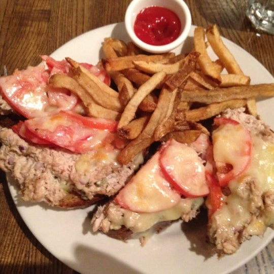 7/18/2012 tarihinde Anne S.ziyaretçi tarafından Good Enough to Eat'de çekilen fotoğraf