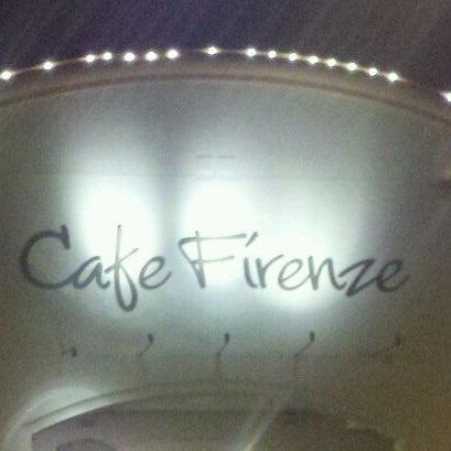 Снимок сделан в Cafe Firenze пользователем Frank M. 12/9/2011