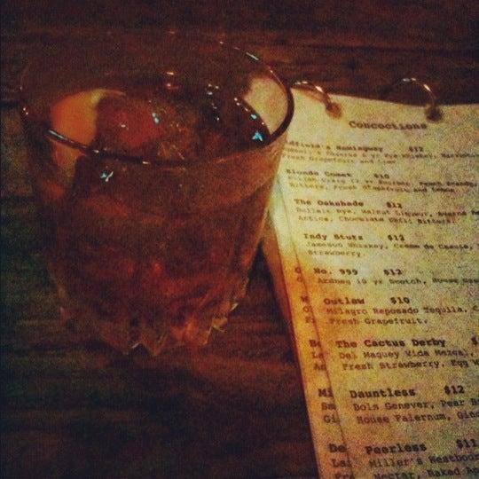 Foto tirada no(a) Oldfield's Liquor Room por Lebxican em 9/9/2012